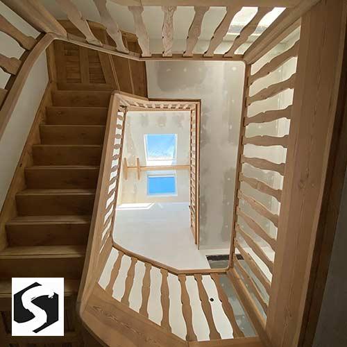 Holz-Treppenhaus wie neu